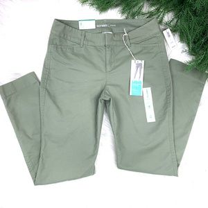 NWT  •OLD NAVY•  Pixie Chino Ankle Length